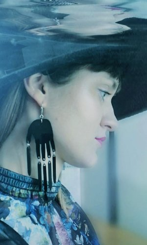 Finger Frolics Statement Earring