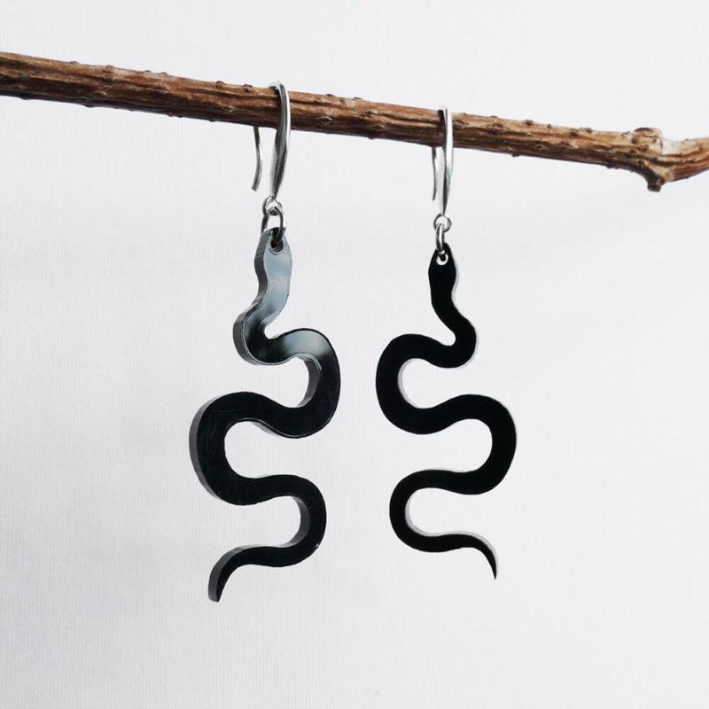 snake Black earrings