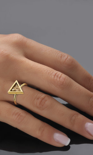 Eos Gold triangular ring